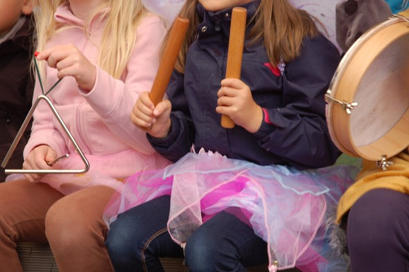 Wir feiern mit viel Musik - Kindergarten Froschkönig Unterhaching